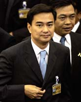 Abhisit Vejjajiva är ny premiärminister i Thailand. Foto: Apicharta Weerawone/Scanpix