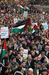 Tusentals människor demonstrerade i Malmö mot kriget i Gaza. Foto: Johan Nilsson/Scanpix