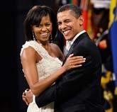 Efter sitt tal besökte Barack Obama och hans fru Michelle tio olika baler i Washington. Foto: Charlie Neibergall/Scanpix.