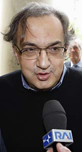 Fiats chef Sergio Marchionne funderar på att köpa både Saab och Opel. Foto: AP/Michael Sohn/Scanpix