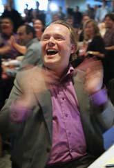 Piratpartiets ledare Rick Falkvinge jublade när valresultatet kom. Foto: Fredrik Persson/Scanpix
