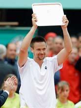 Robin Söderling ser nöjd ut efter finalen i Franska mästerskapen. Foto: Christophe Ena/AP Photo/Scanpix