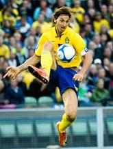 Zlatan Ibrahimovic i luften i kvalmatchen mot Malta. Foto: Adam Ihse/Scanpix