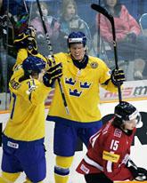 Martin Lundberg och Dennis Rasmussen firar ett mål. Foto: Geoff Howe/AP/Scanpix