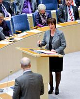 Fredrik Reinfeldt mot Mona Sahlin i Riksdagen. Foto: Bertil Ericson/Scanpix
