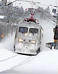 Kylan och snön stoppar hälften av alla tåg i Sverige. Foto: Johan Nilsson/Scanpix