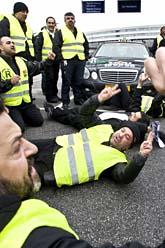 Taxiförare protesterar på Arlanda flygplats. Foto. Yvonne Åsell/Scanpix