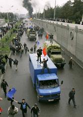Kirgizistans regering störtades efter våldsamma protester på gatorna. Foto: Ivan Sekretarev/Scanpix