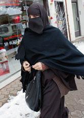 Frankrike ska förbjuda heltäckande slöjor. Foto: Christophe Ena/Scanpix