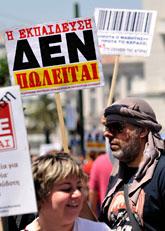 Grekerna strejkar i protest mot regeringen. Foto. Nikolas Giakoumidis/Scanpix