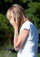 Att prata i mobiltelefon ökar inte riksen för cancer i hjärnan. Foto. Hasse Holmberg/Scanpix