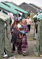 Många uzbeker flyr från bråken i Kirgizistan. Foto: Anvar Ilyasov/Scanpix
