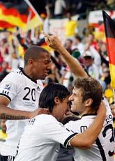 Tyskarna jublar efter mål mot England. Foto: Kitty Wigglesworth/Scanpix