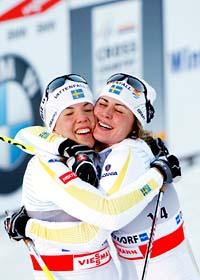 Det blev svensk dubbelseger i skiathlon-tävlingen i Tour de Ski. Foto: Scanpix