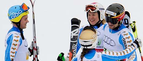 Glada svenskar firar VM-bronset. Foto: Kerstin Jonsson/Scanpix