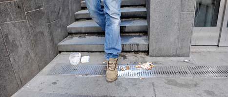 Den som kastar skräp kan få betala 800 kronor i böter. Foto. Magnus Hjalmarsson Neidman/Scanpix
