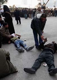Skadade människor på Befrielsetorget i Kairo. Foto: Tara Todras Whitehill/Scanpix