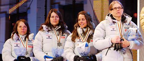 Sveriges tjejer tog silver i stafetten i skid-VM. Foto:Scanpix