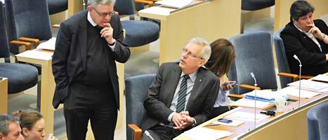 Folkpartisten Carl B Hamilton och kristdemokraten Mats Odell är bekymrade inför omröstningen. Foto: Bertil Ericson/Scanpix
