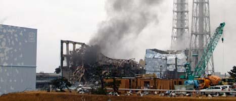 Rök kommer från kärnkraftverket i Fukushima. Foto: Tokyo Electric Power/Scanpix