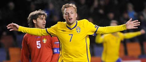 Sebastian Larsson jublar efter sitt mål mot Moldavien. Foto: Fredrik Sandberg/Scanpix