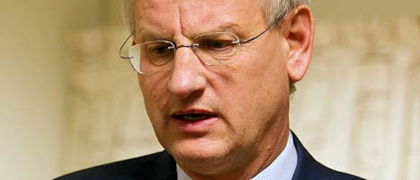 Carl Bildt tror att Nato kommer att be Sverige om hjälp med stridsflygplan i Libyen. Foto: Scanpix