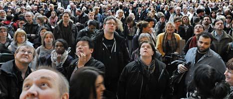 Människor fick vänta i timmar på tågen i Stockholm på torsdagen. Foto: Johan Nilsson/Scanpix