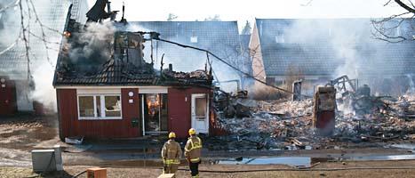 Flera hus brann i Hovsjö i Södertälje på torsdagen. Foto: Victor Lundberg/Scanpix