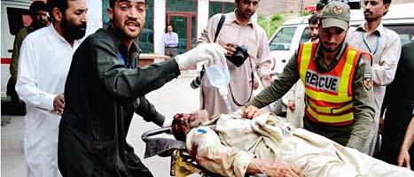 Fler än hundra människor skadades av bomben i Pakistan. Foto: Scanpix