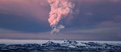 Vulkanen Grimsvötn sprutar aska och rök. Foto: Jon Gustafsson/Scanpix