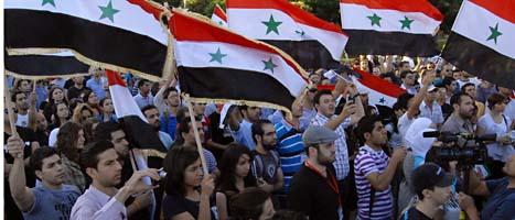 Människor protesterar mot Syriens ledare. Många av dem har blivit dödade eller fängslade. Foto: Muzaffar Salman/Scanpix