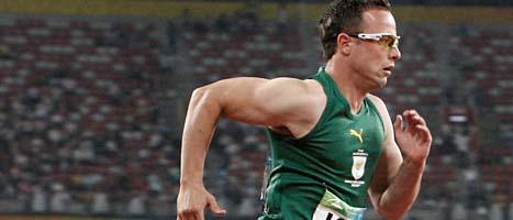 Oscar Pistorius ska springa i VM på konstgjorda ben.  Foto: Andy Wong/Scanpix