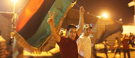 Folket firar på gatorna i Tripoli. Foto: Alexandre Meneghini/Scanpix