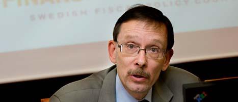 Lars Calmfors vill att regeringen sparar mindre. Foto: Jonas Ekströmer/Scanpix