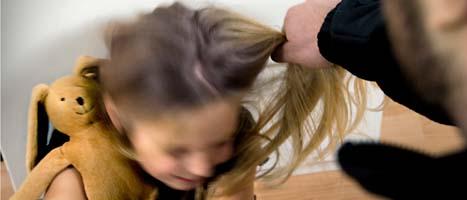 Fler föräldrar blir anmälda för misshandel. Foto:  Claudio Bresciani/Scanpix