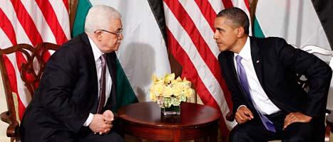 Palestiniernas president Abbas pratar med USAs president Obama. Foto: Pablo Martinez Monsivais/Scanpix