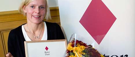 Eva Karlsson får pris. Foto: Martina Huber/Scanpix