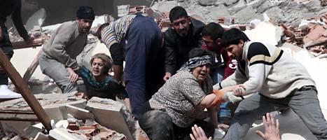 Många människor dödades och skadades i jordbävningen i Turkiet. Foto: Ali Ihsan Ozturk/Scanpix