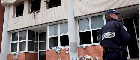 En brandbomb kastades in i den franska tidningens lokaler. Foto: Scanpix