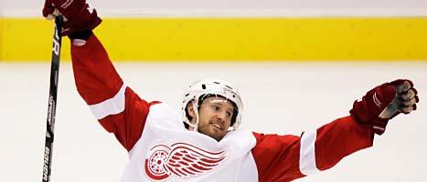 Niklas Kronwall är en av de bästa svenska ishockeyspelarna. Foto: Paul Connors/Scanpix