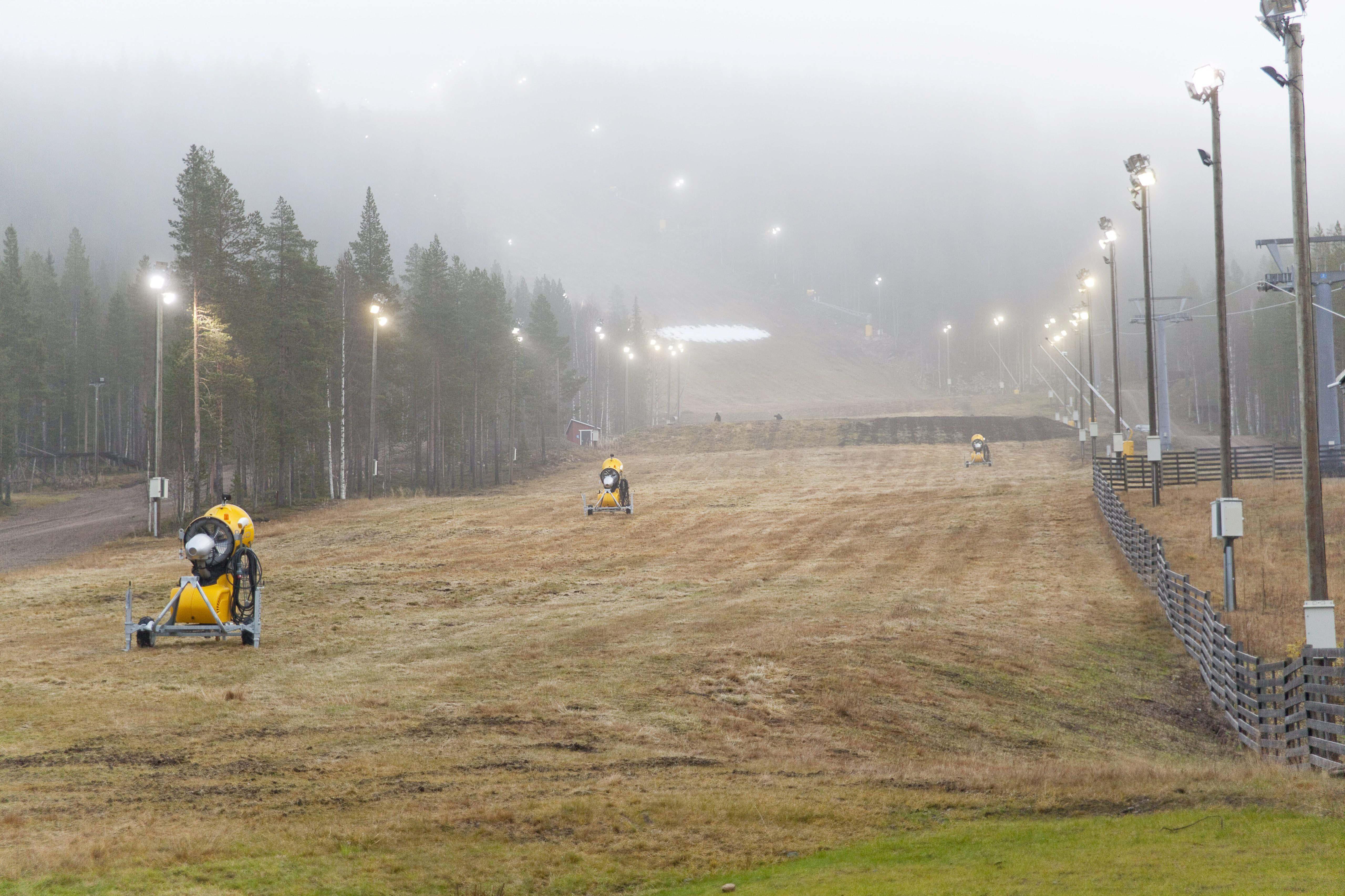 Ingen snö i de finska skidbackarna. Foto: Janne Koskenniemi/Scanpix