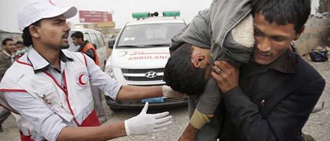 Människor demonstrerar i Jemen. Foto: Hani Mohammed/Scanpix