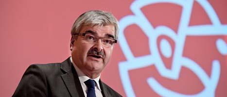 Socialdemokraternas ledare Håkan Juholt får hård kritik. Foto: Scanpix