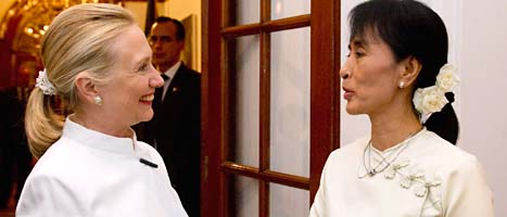 Hillary Clinton och Aung San Suu Kyi. Foto; Saul Loeb/Scanpix