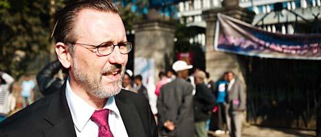 Svenskarnas advokat Thomas Olsson utanför domstolen i Etiopiens huvudstad Addis Abeba. FOTO: Martin Edström/SCANPIX