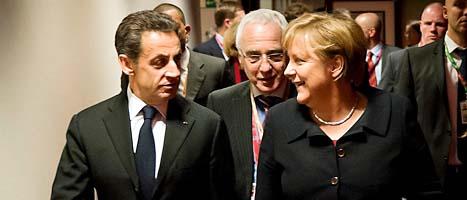 Frankrikes ledare Nicolas Sarkozy och Tysklands Angela Merkel under EU-ledarnas långa möte. Foto: Guido Bergman/Scanpix