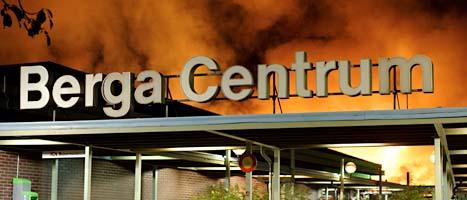 Branden i Berga Centrum. FOTO: Paul Madej/SCANPIX