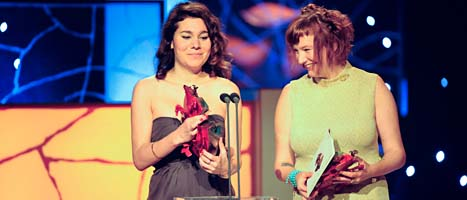 Lisa Aschan och Josefina Adolfsson fick pris för filmen Apflickorna.  Foto: Leif R Jansson/Scanpix