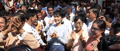 Aung San Suu Kyi säger att Burma är på väg mot demokrati. Foto: Khin Maung Win/Scanpix