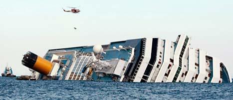 Fartyget körde på en klippa och välte. Foto: Scanpix